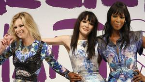 Annabelle Neilson, en el centro, en un desfile junto a sus amigas Kate Moss y Naomi Campbell (derecha), en el 2010.