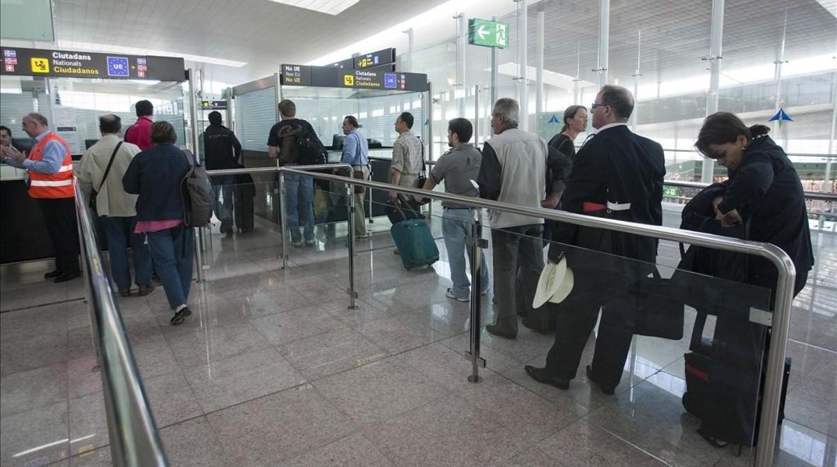 Área de control de pasaportes del aeropuerto del Prat.