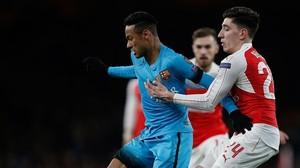 Bellerín persigue a Neymar en el Arsenal-Barça de la Champions.