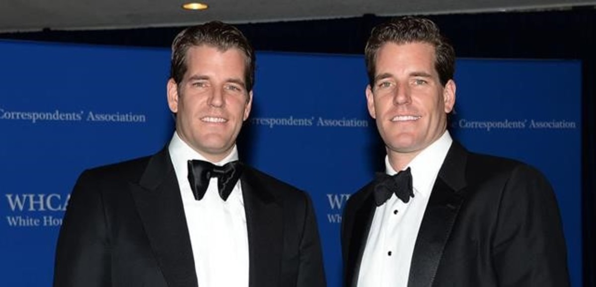 Cameron Winklevoss y Tyler Winklevoss, primeros milmillonarios de las bitcoins, en la gala de los corresponsales de la Casa Blanca, celebrada en el Hotel Hilton de Washington, el 3 de mayo del 2014.