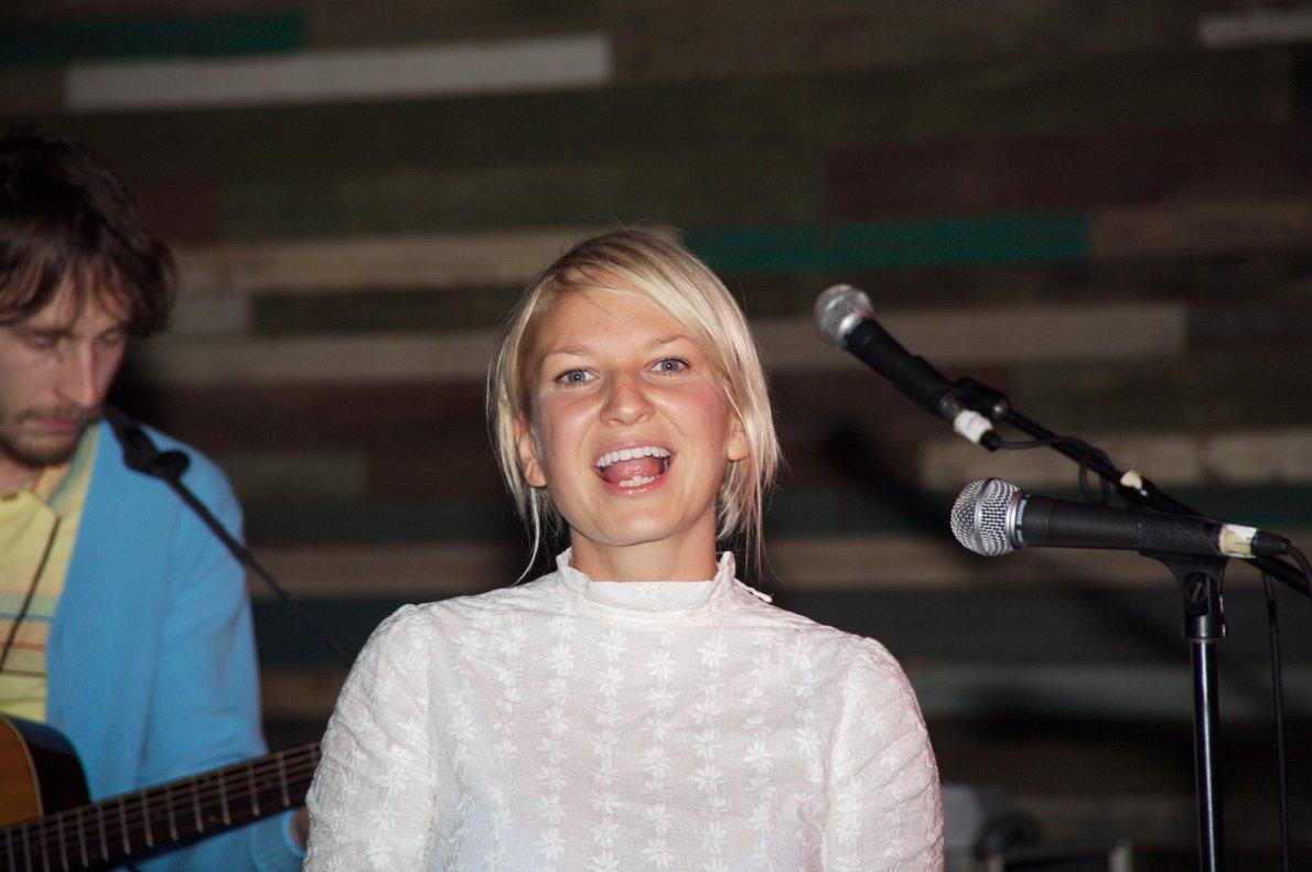 La cantante Sia, en una actuación en Austin (Texas), en el 2006.