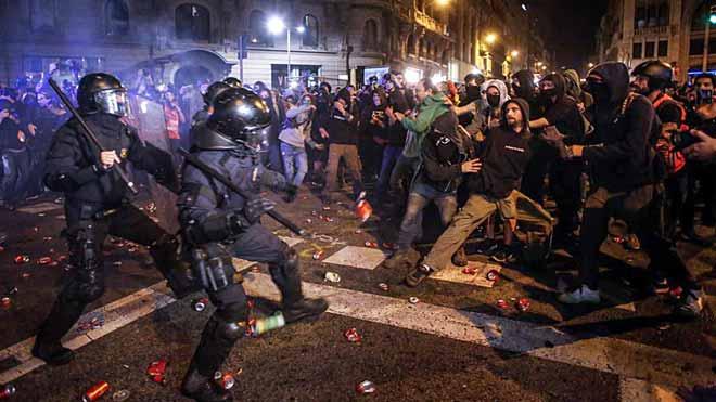 Los disturbios vuelven al centro de Barcelona