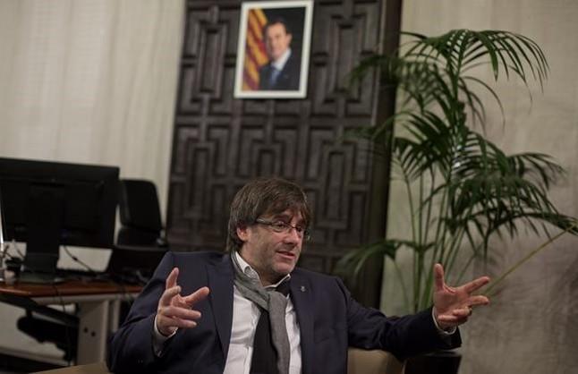 Carles Puigdemont, en su despacho del Ayuntamiento de Girona.