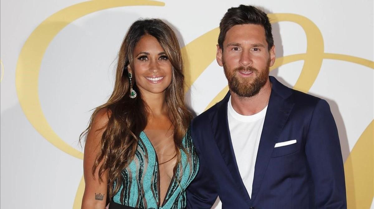 Leo Messi posa con su mujer,Antonella Roccuzzo.
