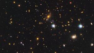Cúmulo de galaxias detrás del que se ha encontrado la estrella más distante de la Tierra