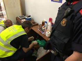 Cinc detinguts a dos narcopisos de Barcelona per a turistes