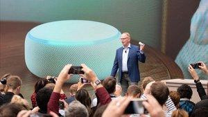 Dave Limp, de Amazon, durante la presentación del nuevo Echo Dot, el pasado noviembre en Seattle.