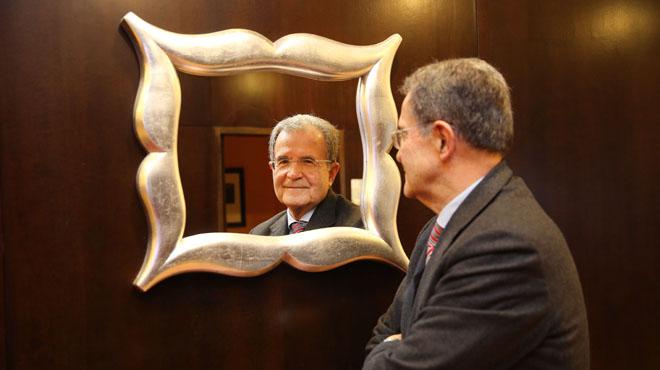 Romano Prodi posa en su hotel, ayer.