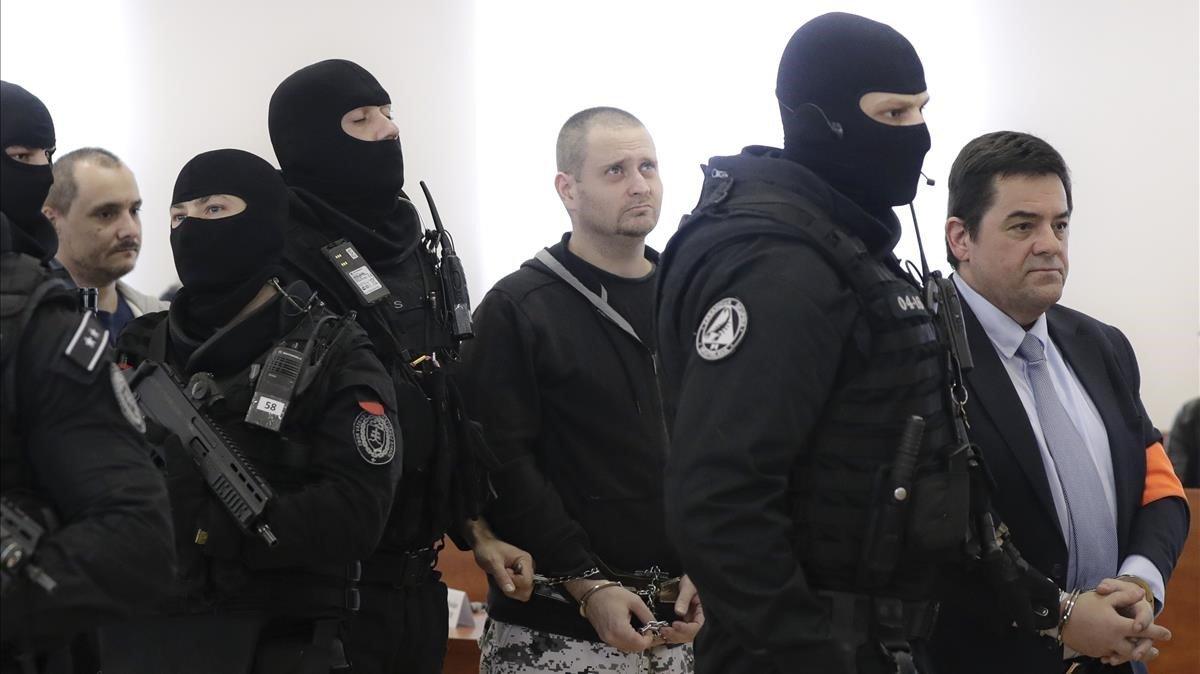 Fotografía de diciembre del añopasado en el que aparece Miroslav Marcek, con pantalón militar, en el tribunal.