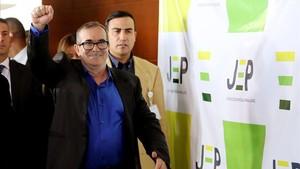 Rodrigo Londoño,Timochenko,llega a la primera diligencia judicial de la Justicia Especial para la Paz en Bogotá.
