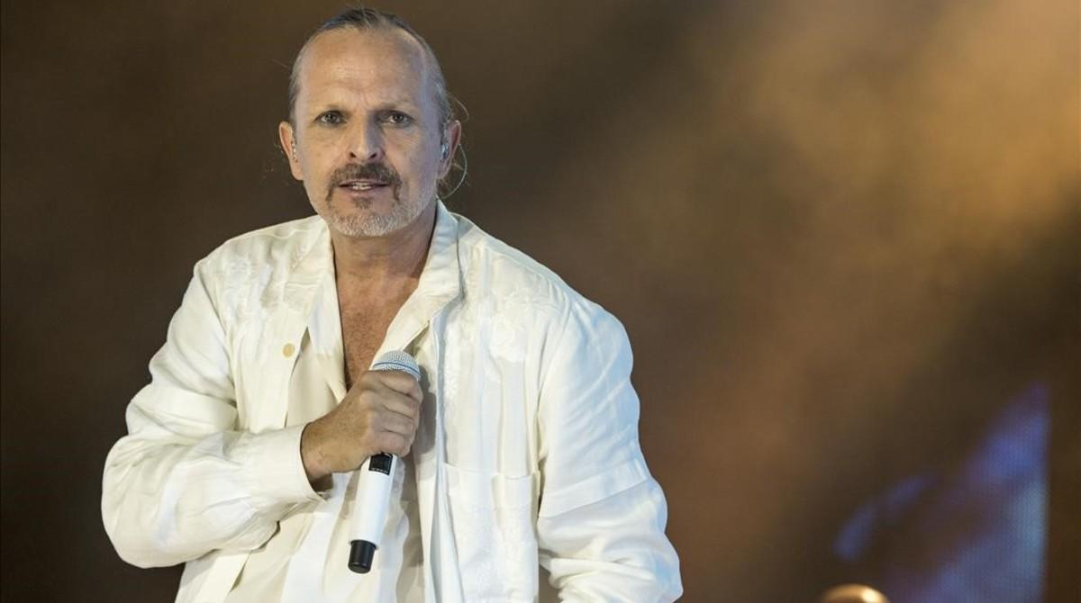 Miguel Bosé, en un concierto en el Palau Sant Jordi en el 2015, un año antes de cumplir 60 años.