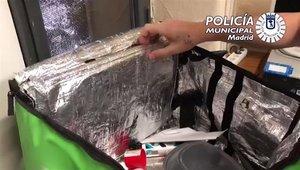 La bolsa de reparto de comida a domicilio intervenida por la Policía de Madrid con droga en su interior.