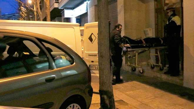 La mujer ha sido hallada sin vida en el interior de su domicilio, en la calle Argentera de Reus sobre las 14 horas de esta tarde.