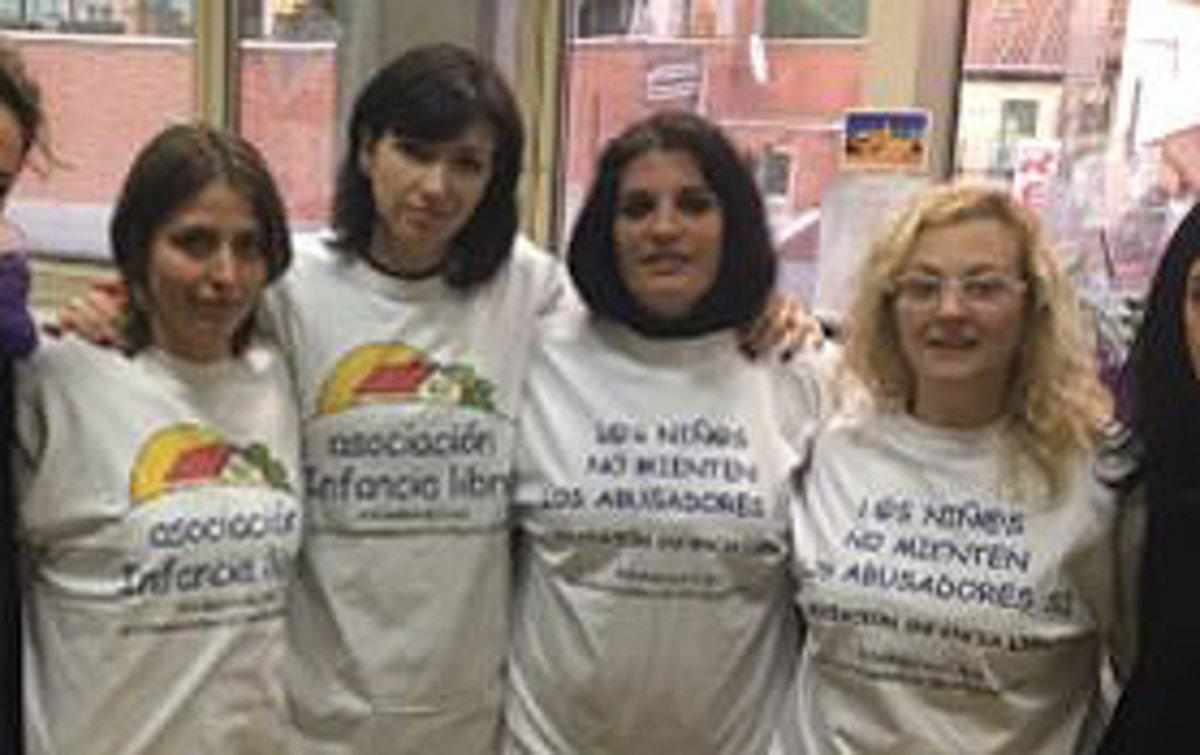 Cuatro miembros de la asociación Infancia Libre.