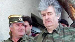 Karadzic y Mladic (izq), en el monte Vlasic, en abril de 1995.