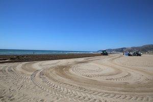 Labrado de playas en Castelldefels