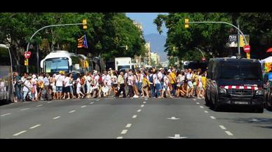 Las calles del centro de Barcelona se han llenado de participantes a la manifestación de la Diada, horas antes de su inicio.