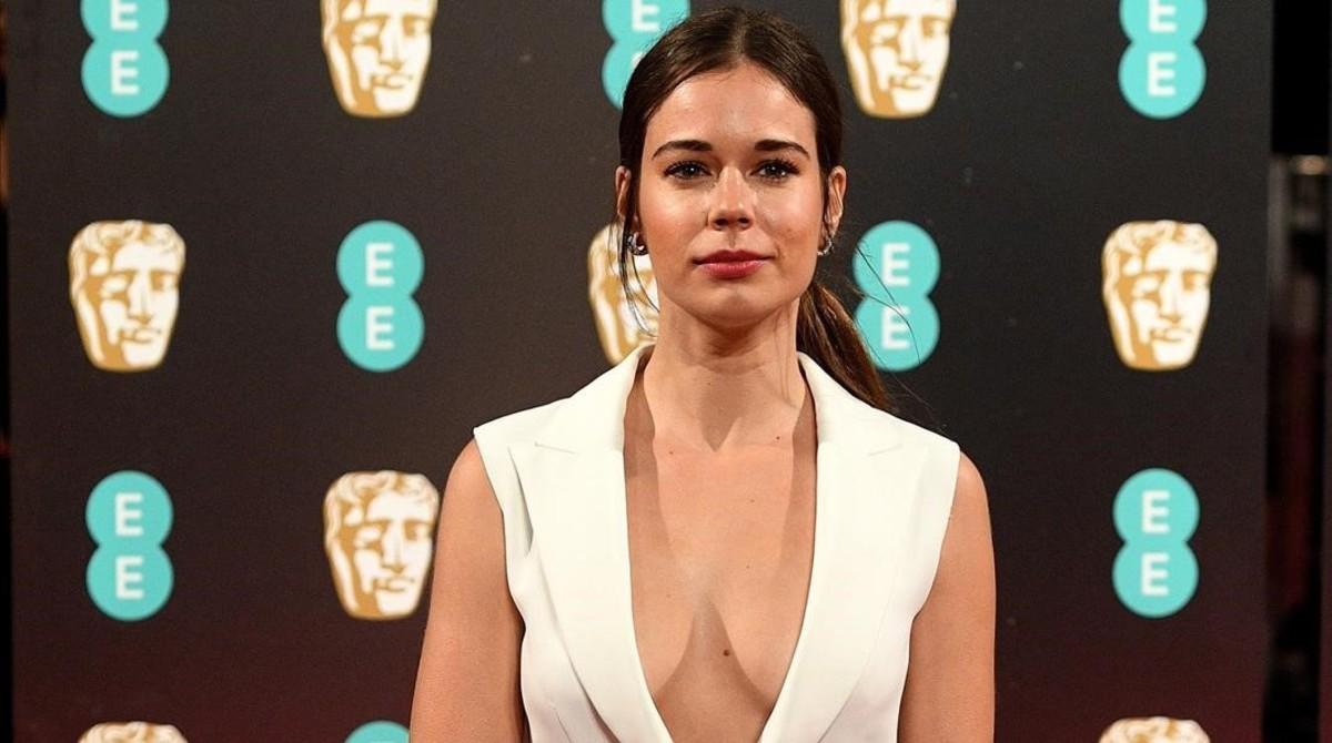 La actriz catalana Laia Costa posa en la alfombra roja de los Premios Bafta.