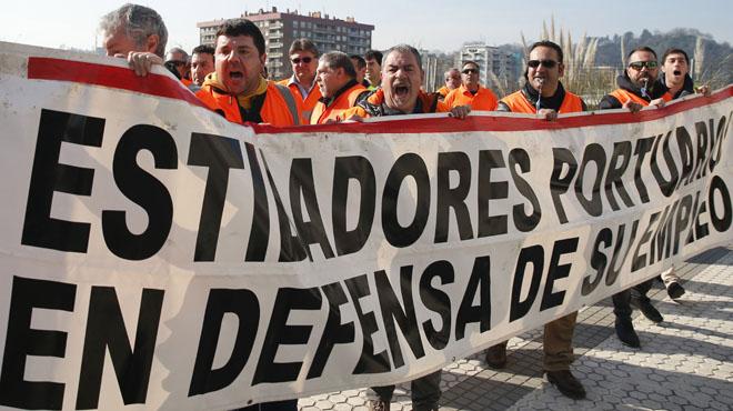 Han vuelto a exigir que se garanticen los empleos de los 6.150 estibadores de los puertos españoles.