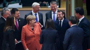 Los líderes de la UE bromean antes del inicio de la cumbre, este jueves en Bruselas.