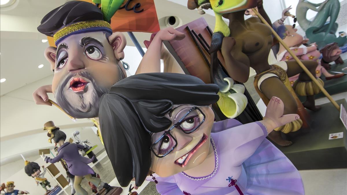 Los ninots de Puigdemont i Junqueras, convertidos en pareja de baile para las Fallas