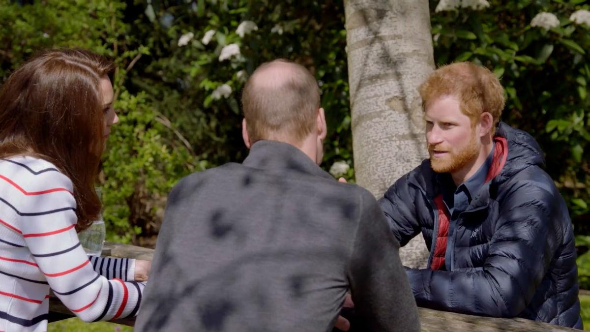 Los príncipes Harry y William defienden su relación tras la polémica