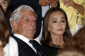 Mario Vargas Llosa e Isabel Preysler, en su primer acto oficial como pareja en España.