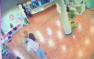 Un británico acude a Menorca para agredir a su ex y golpea al directivo del hotel que la defendía