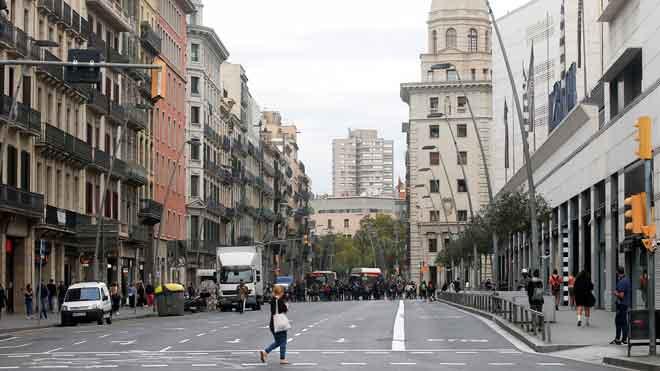 Barcelona abaixa la persiana i el trànsit desapareix en la vaga del procés | VÍDEO