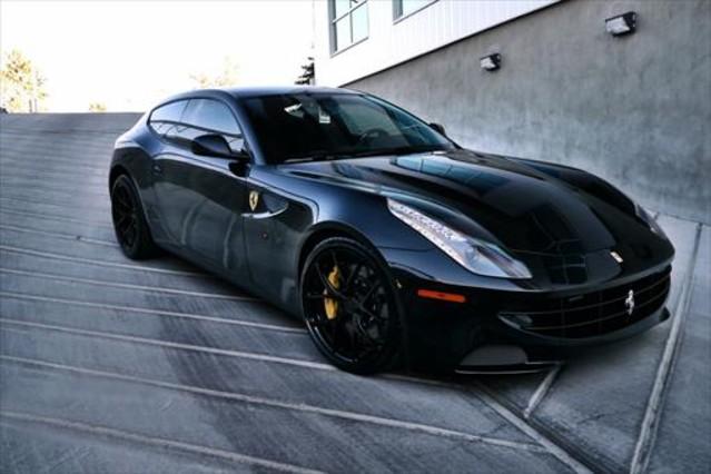 Un Ferrari F151de los que subasta Hacienda.