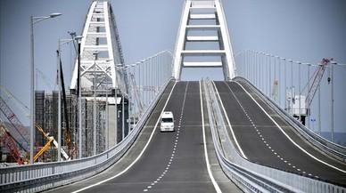 Putin inaugura el puente de 19 kilómetros que une por vía terrestre a Crimea con Rusia