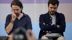 Alberto Garzón junto a Pablo Iglesias.