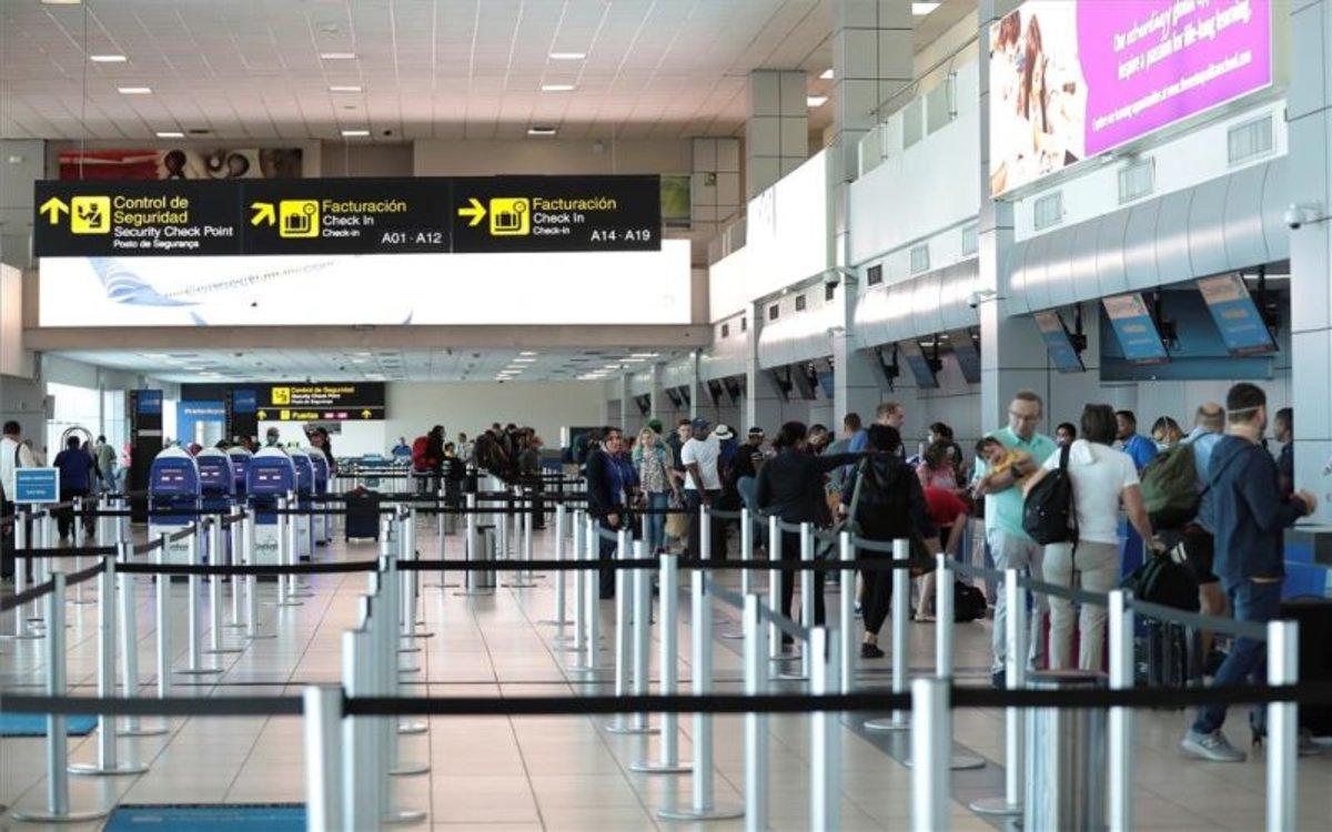 El aeropuerto de la Ciudad de Panamá sin pasajeros por el coronavirus.