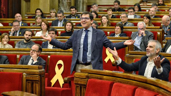 El Parlament legitima a Puigdemont y no ratifica la DUI