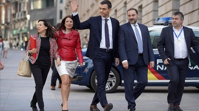 Sánchez diseña un Gobierno con perfil político para aguantar un año