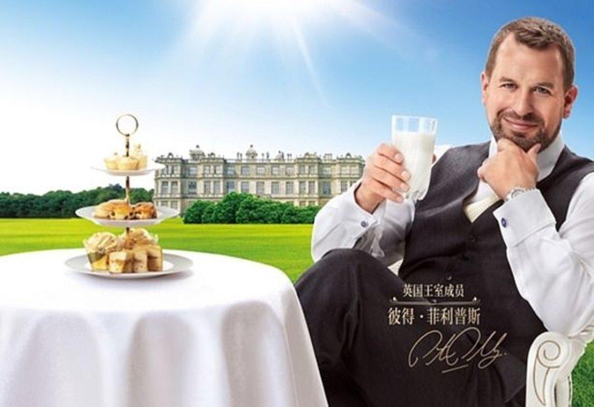 Peter Phillips, el net gran d'Isabel II, anuncia llet en una tele xinesa