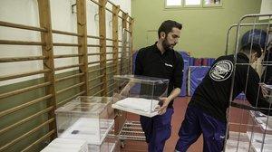 Preparativos en un colegio electoral de Barcelona.