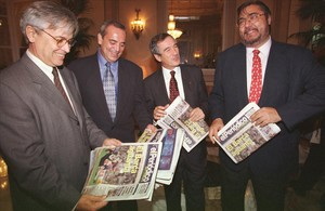Presentación de la edición en catalán deEl Periódico de Catalunya, en 1997, con Joan Clos, Antonio Asensio Pizarro, Xavier Trias y Antonio Franco.