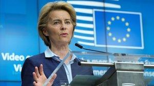 La presidenta de la Comisión Europea, Ursula von der Leyen, en rueda de prensa tras la cumbre de la UE.