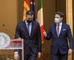El presidente del Gobierno, Pedro Sánchez, y el primer ministro italiano, Giuseppe Conte, este 20 de octubre en el Palazzo Chigi, en Roma.