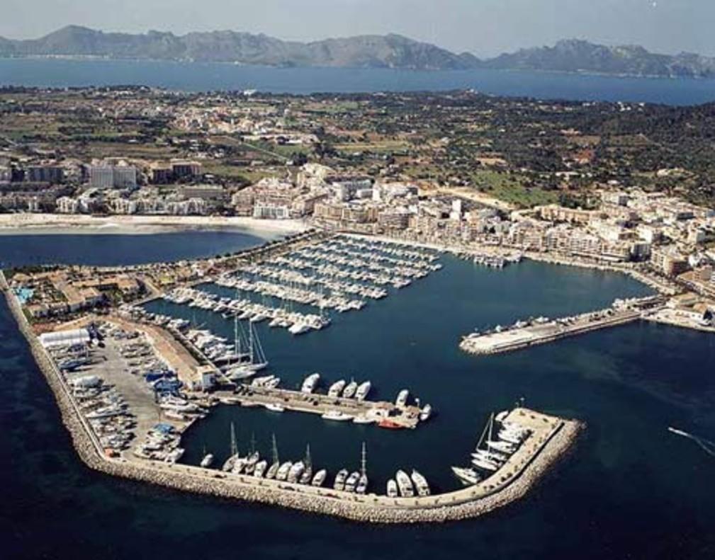 Atraca a Mallorca un ferri de la ruta Marsella-Alger per un incendi a la bodega