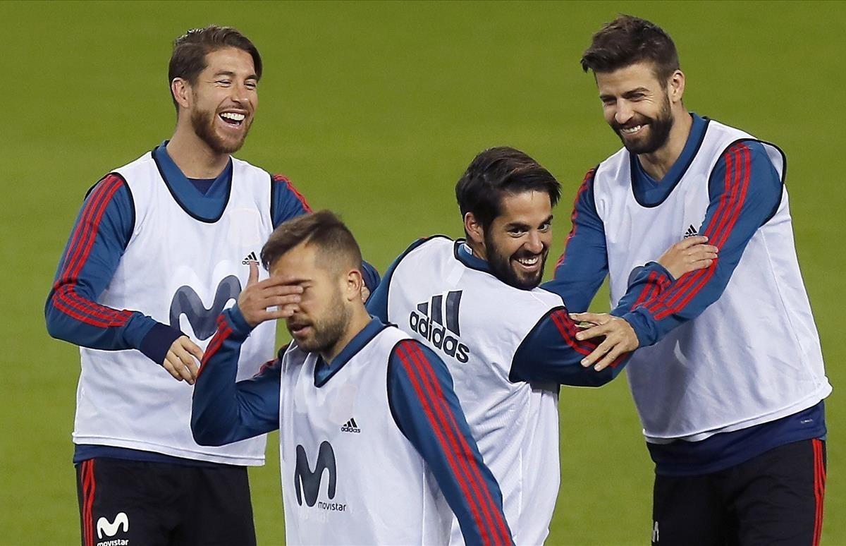 Ramos, Alba, Isco y Piqué, durante el entrenamiento en La Rosaleda.