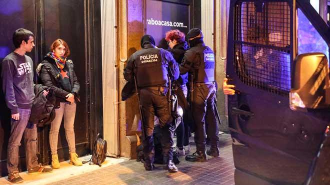 Detingut un menor per la crema de contenidors de Barcelona de dilluns