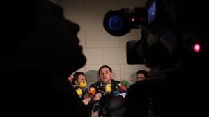 Oriol Junqueras explica a los medios su encuentro con Soraya Sáenz de Santamaría, el jueves pasado.