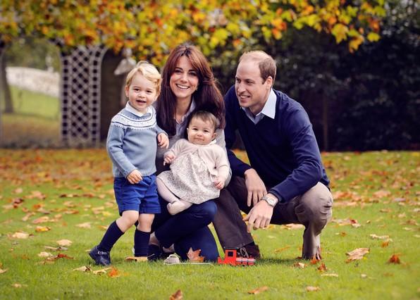 Els ducs de Cambridge feliciten el Nadal amb una foto de família