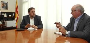 Elvicepresidentde la Generalitat, Oriol Junqueras,y el presidente del grupo de Catalunya Síque es Pot,Lluís Rabell.