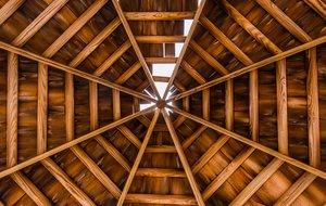 Un tejado con desperfectos.