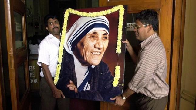 Preparativos de la beatificación de Teresa de Calcuta, en el Vaticano, en octubre del 2003.