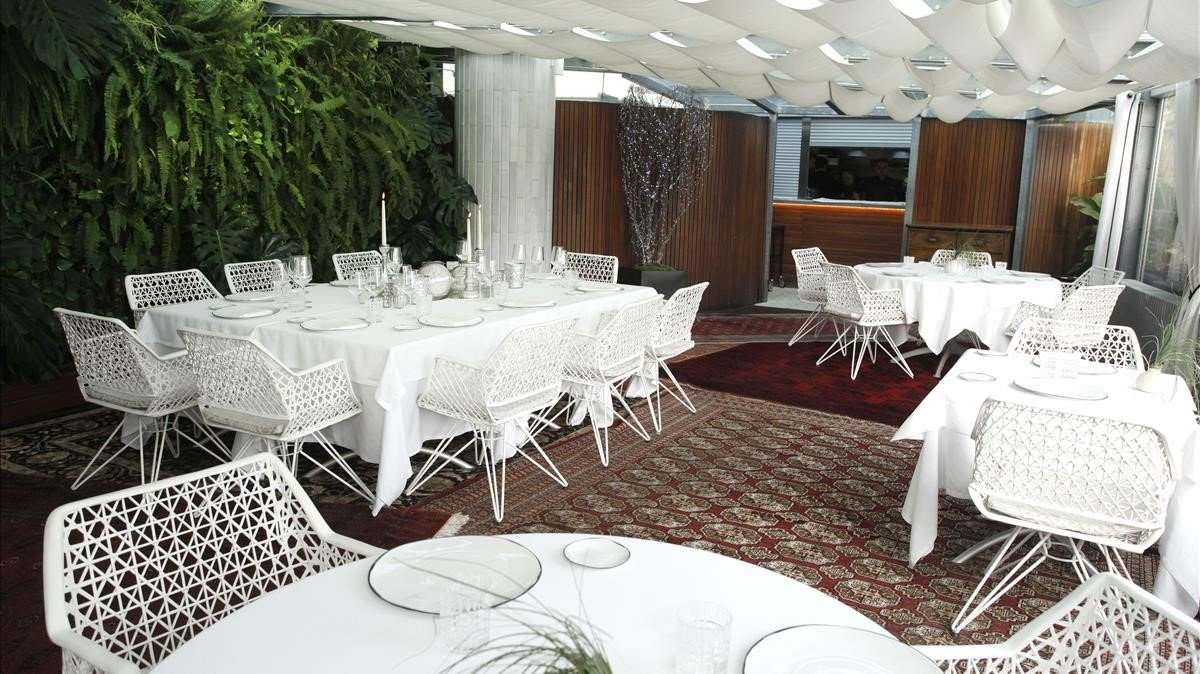 La Terraza del Claris apuesta por una gastronomía de altos vuelos.