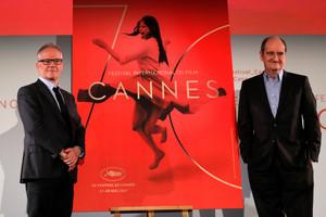 Thierry Fremaux (izquierda) y Pierre Lescure, tras la rueda de prensa en la que han presentado los candidatos a la Palma de Oro.